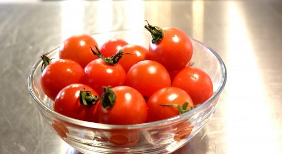 トマトを準備
