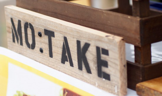 Mo:takeの看板
